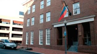 Estados Unidos expulsó a dos diplomáticos y se agrava el enfrentamiento
