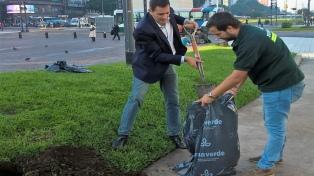 Excavaron en la plaza del Obelisco para homenajear a un prócer de la Primera Junta