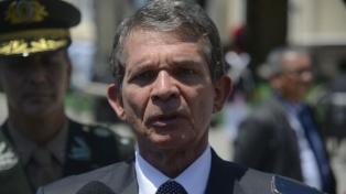 Las Fuerzas Armadas actuarán para liberar las rutas, anunció el ministro de Defensa