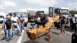 """Sindicatos advierten que el país está al borde del """"caos social"""""""