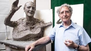 Falleció el destacado escultor ítalo argentino Antonio Pujia