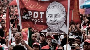 Masivas manifestaciones en favor de la candidatura de Lula