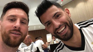"""Messi saludó al """"Kun"""" por su cumpleaños a través de las redes"""