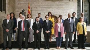 El gobierno catalán toma posesión y retoma el control de las instituciones locales