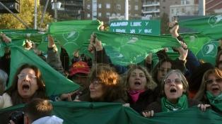 Masiva convocatoria de mujeres en Rosario por el aniversario de Ni Una Menos
