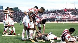 San Martín goleó a Sarmiento y volverá a jugar en primera