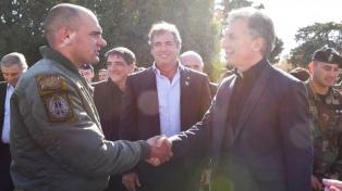 Macri agasajó a los brigadistas que rescataron a los funcionarios de la alta montaña