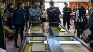 Mostraron las primeras joyas encontradas en la biblioteca de Bioy Casares y Silvina Ocampo