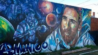 """Un encuentro de muralistas interviene """"La Bajada"""", el barrio donde creció Messi"""