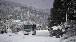 Por nevadas y frente frío polar Bariloche arranca la semana con múltiples inconvenientes