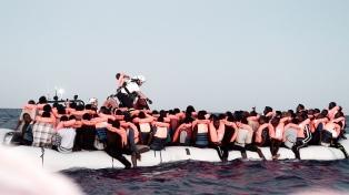 Logran desembarcar los 49 migrantes