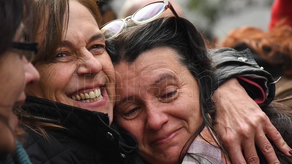 Risas y llantos de emoción entre las manifestantes que promueven la legalización de la interrupción voluntaria del embarazo.