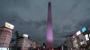 El Obelisco se tiñe de violeta por el Día de la Prevención del Maltrato a Personas Mayores