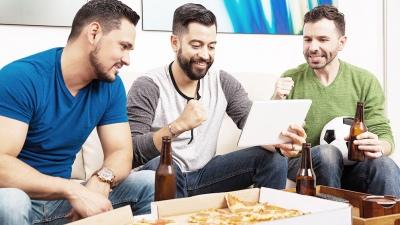 Estiman que el celular podría ganarle a la TV a la hora de ver los partidos del Mundial