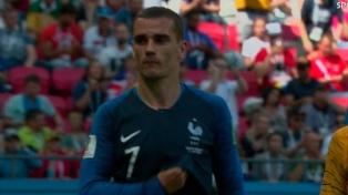 El VAR debutó en dos jugadas de Francia - Australia en Kazan