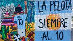"""Los """"trapos"""" de los  hinchas albicelestes, una religión del fútbol"""