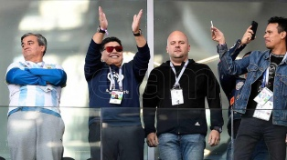 """Maradona: """"Si en el vestuario no hubo piñas, es porque no tenemos huevos"""""""