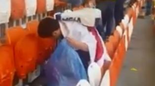Fanáticos japoneses ayudaron a limpiar un estadio en Rusia y son virales en las redes