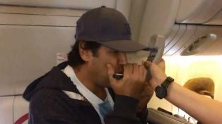 """""""Ciro"""" hizo delirar a los argentinos en el vuelo a Niznhi Novgorod"""