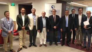 Manzur se reúne con diplomáticos y autoridades de organismos internacionales en EEUU