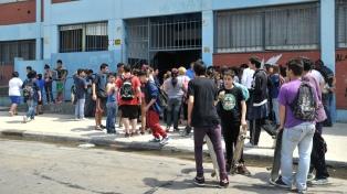 El 15% de los alumnos de las escuelas secundarias públicas bonaerenses repite de año