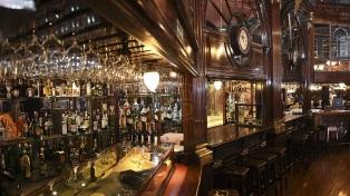 Cumple 110 años el Brighton, un bar vigente, pero detenido en el tiempo