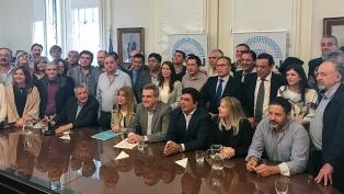 Intendentes bonaerenses vacilan entre apoyar a Cristina Kirchner o seguir negociando con Massa