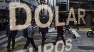 El dólar cerró la semana en $62,90, sostenido por compras de bancos oficiales