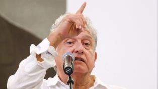 López Obrador lanzó un plan de ayuda social para evitar el robo de combustible