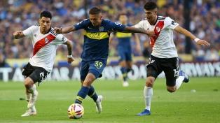 Boca tropezó otra vez con River, que se impuso con comodidad por 2 a 0 en la Bombonera