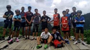 Vienen a Buenos Aires los chicos rescatados en la cueva de Tailandia