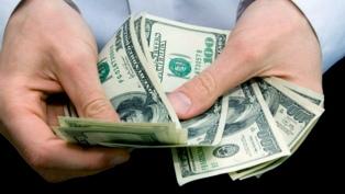 La cotización del dólar retrocedió 40 centavos y cerró la jornada en $42,978