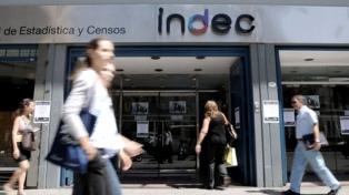 Los salarios subieron 24,4% en los doce últimos meses, según el Indec