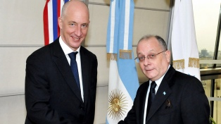 """El embajador británico insta a """"actuar en forma conjunta"""" para proteger la pesca"""