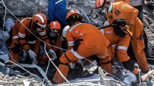 Hallan 34 niños muertos en un campamento en la zona del sismo
