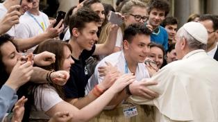 """Francisco advirtió a los jóvenes que no sean """"presa fácil de grupos políticos"""""""