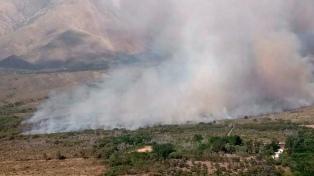 Un incendio forestal de seis kilómetros afecta la zona de Traslasierra