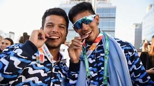 La primera medalla argentina llegó con el remo
