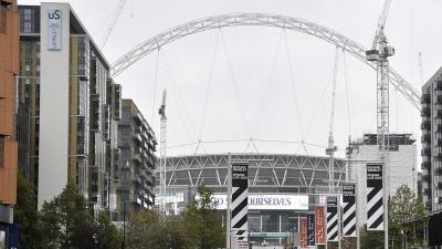 El magnate paquistaní dueño del club inglés Fulham quiere comprar el estadio de Wembley