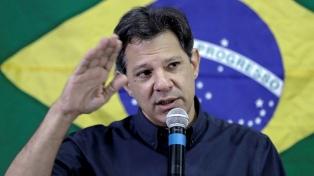 """Haddad dijo que Bolsonaro es """"un jefe de milicia"""" y sus hijos """"unos matones"""""""