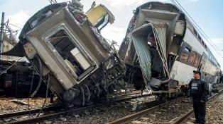 Descarriló un tren y hay al menos siete muertos