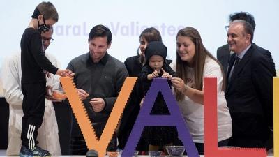 Messi emocionado al asistir a centro para chicos con cáncer