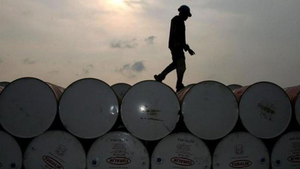Los precios del petróleo operan en baja en Nueva York y en Londres