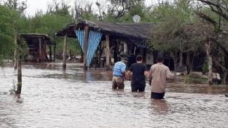 Tucumán: Asisten a 200 familias del sur que continúan aisladas por las intensas lluvias