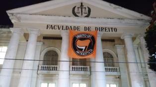 Escándalo por allanamientos en 17 universidades que protestaban contra el fascismo