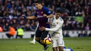 Barcelona, con Suárez inspirado, goleó al Real Madrid y es finalista