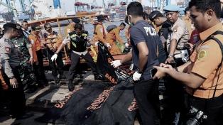 Encontraron la caja negra del avión que se estrelló en el mar de Java