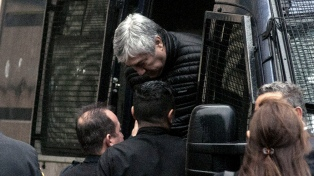 Más intendentes piden que les den maquinaria secuestrada a Báez para hacer obras
