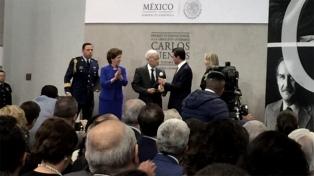 El escritor Luis Goytisolo recibió el Premio Carlos Fuentes
