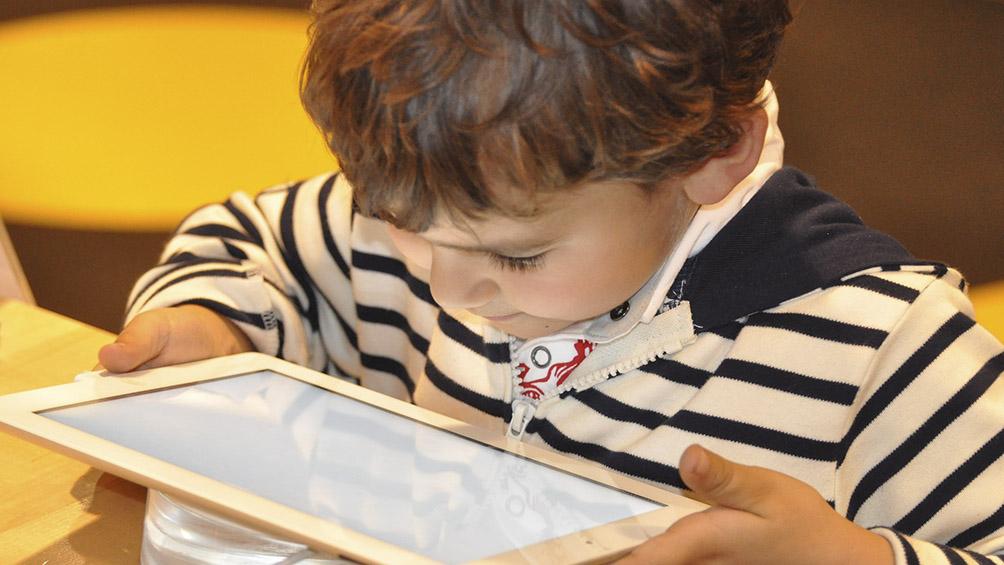 Cada vez aparecen más aplicaciones para que los niños aprendan a leer por sí solos